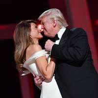 Melania scapă de rochia purtată la ceremonia de învestire a lui Donald Trump! Ce motive are Prima Doamnă a Americii