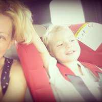 Dana Nălbaru şi Dragoş Bucur au adoptat o fetiţă. Prima fotografie cu familia completă