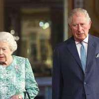 """Prințul Charles i-a spus Reginei, în public, """"mămico"""". Reacția absolut ilară a Elisabetei a II-a"""