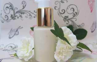Crema antirid preparată acasă, cu ingrediente sănătoase
