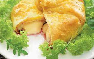 foitaj cu brânză camembert