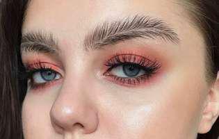 Sprâncene sub formă de fulgi, cel mai nou trend în materie de beauty