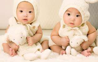 Care dintre gemeni se naște primul are o importanță deosebită. Cine decide asta?