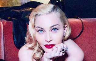 Madonna s-a pozat în sânii goi la 61 de ani. Fanii au rămas muți de uimire