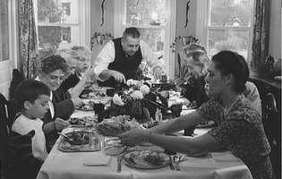 Tradiții vechi despre masă pe care ar trebui să le mai păstrăm și azi!