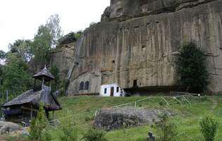 În pelerinaj la bisericile rupestre