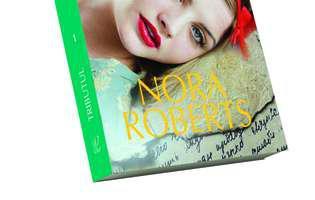 """Nu rata primul volum din """"Tributul"""", de Nora Roberts, un nou roman eveniment din Colecția """"Cărți Romantice""""!"""