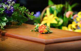 Ce se face la înmormântare
