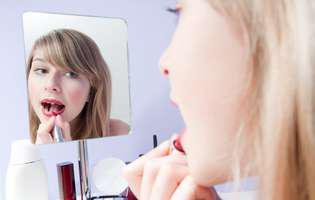 4 greșeli în machiajul buzelor