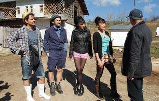 Răzvan și Dani, cu Cheeky Girls, fac armata la Breaza