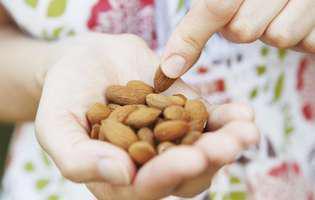5 alimente grase care ajută în slăbire