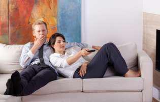 Semne că relația nu rezistă până după Sărbători: priviți mai mult la televizor și nu comunicați