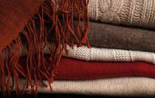 Cum poți păstra puloverele ca noi mai mult timp