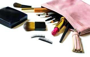 Ce produse cosmetice ai în geantă?