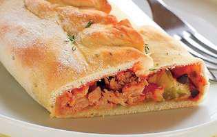 Pizza calzone cu ton