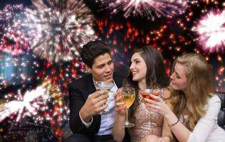Partenerul tău flirtează la petrecerea de Revelion? Spune-i că te deranjează