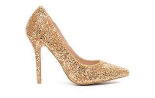 Eu niciodată nu aș purta...pantofi aurii