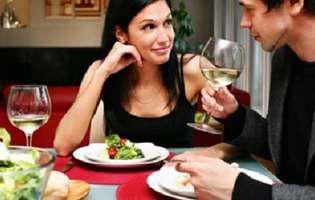 Atenție la ce se întâmplă când ești la masă !