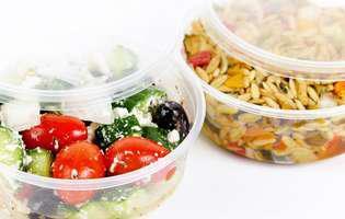Cele mai bune soluții să cureți cutiile de alimente