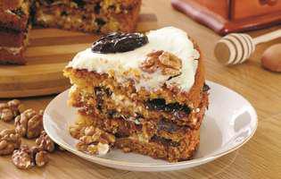 Prăjitură cu miere și prune uscate