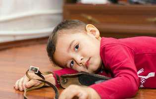 semnele precoce de autism: nu face contact vizual cu interlocutorul