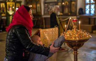 Denia Acatistului Maicii Domnului încântă sufletele credincioșilor