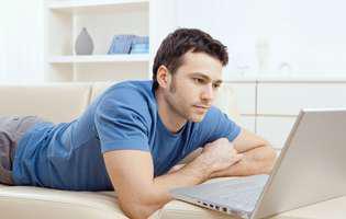 De ce unii bărbați însurați flirtează online