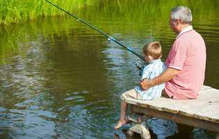 Bunic cu nepot la pescuit