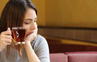 femeie ceai
