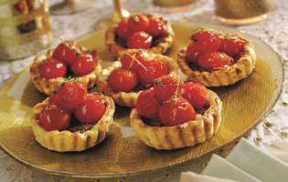 Mini-tarte cu roșii