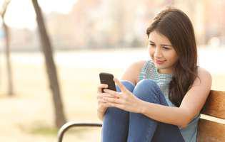 Spatele suferă din cauza telefonului și a tabletei