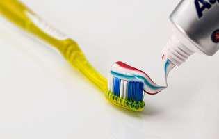 Pasta de dinți cu fluor: periculoasă sau nu?