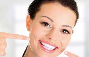 Cum să-ți periezi eficient dinții, dacă ai gingii sensibile