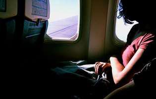 5 lucruri pe care nu ar trebui să le faci niciodată în avion