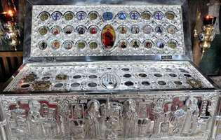 Pelerinajul la Sfintele Moaște - cum sunt ajutați credincioșii care se roagă la moaștele sfinților
