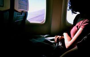 Răul de mișcare. Femeie în avion