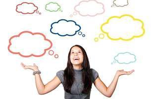 Ce să faci ca sa devii mai deștept nu e o întrebare atât de complicată precum pare. Femeie care se gândește la tot felul de lucruri