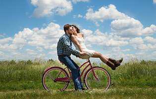 Cele 5 etape prin care trec cuplurile la începutul relației