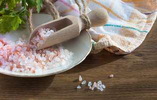 Sarea, un remediu natural pentru frumusețe și îngrijire