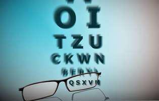 Ambliopie (ochi leneș) - afecțiune care poate fi tratată, inclusiv la vârstă adultă prin terapie optometrică. Imagine cu un test de vedere.