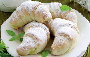cornuri-cu-branza-dulce