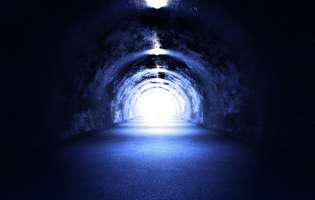 tunelul de lumină dintre viață și moarte