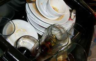 Trucuri să cureți bucătăria, după o petrecere
