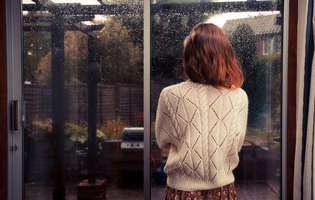 Depresia de după sărbători: află cum să scapi de aceasta ca să-ți începi anul sub cele mai bune auspicii? Imagine cu femeie care suferă de depresia de după sărbători