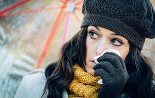 Sinuzita cronică este o formă de sinuzită persistentă care durează timp de cel puțin 12 săptămâni. Imagine cu femeie care suferă de sinuzită cronică