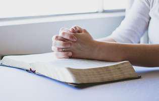 femeie, rugaciune