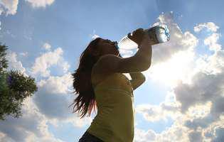 femeie band apa, hidratare