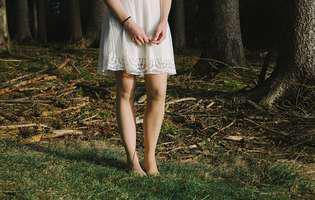 picioare femeie, rochie femeie