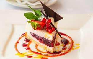 tort cu capsuni, pofta de dulce, crema ciocolata, frisca, desert