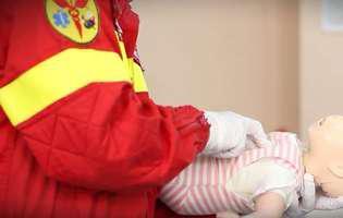 medic, bebelus, resuscitare
